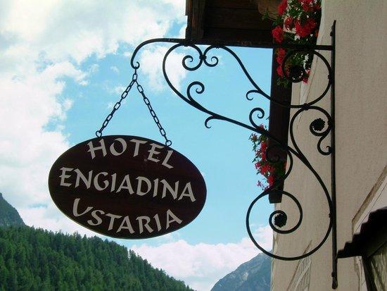 Hotel ENGIADINA: Das alte Restaurantschild Ustaria ENGIADINA