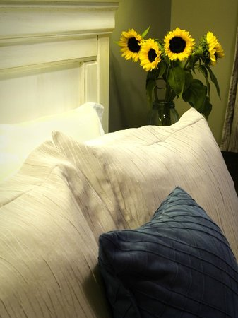 Simcoe Suites on the Henley: Simcoe Suites' The Erskine