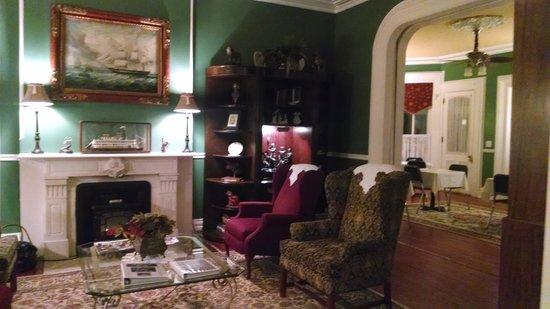 Pinehill Inn : parlor