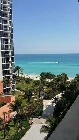 Ramada Plaza Marco Polo Beach Resort: Side room