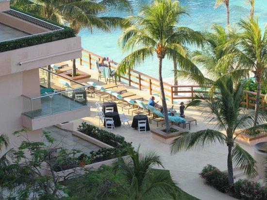 Grand Fiesta Americana Coral Beach Cancun : Looking down to the Grand Club on the Beach