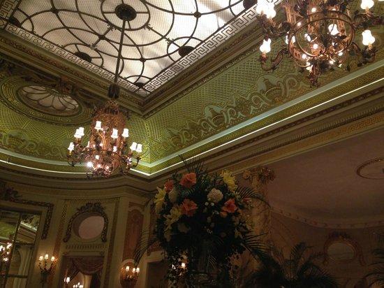 Tea at the Ritz : The beautiful decor