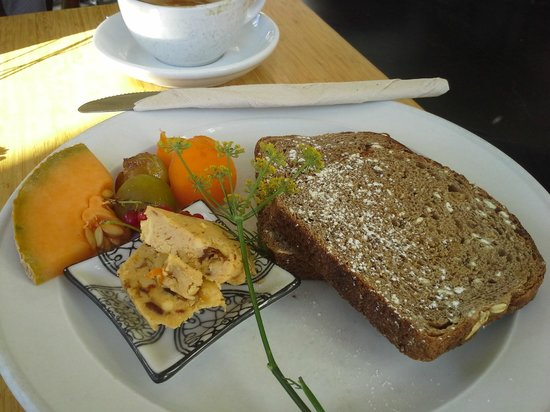 The Good Earth Cafe: Artisan Fruit Bread with Date Butter