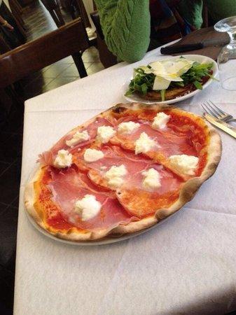 Voglia di Pizza: Pizza de parma com muçarela de búfala e bruschetta, ambas deliciosas!