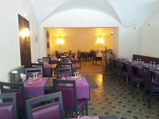 Le Château des Arènes : salle du restaurant