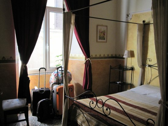 Baldassini B&B: More pics of the room