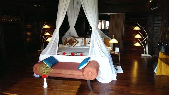 Kupu Kupu Phangan Beach Villas and Spa by l'Occitane: Unser Bett in der Seaview Villa