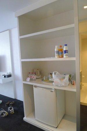 I-Residence Hotel Silom : Part of the wardrobe