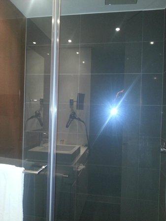 Legere Hotel Luxembourg : Ducha