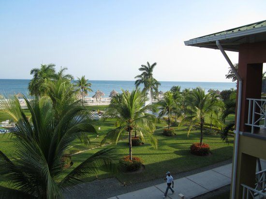 Royal Decameron Beach Resort, Golf & Casino : pool and beach