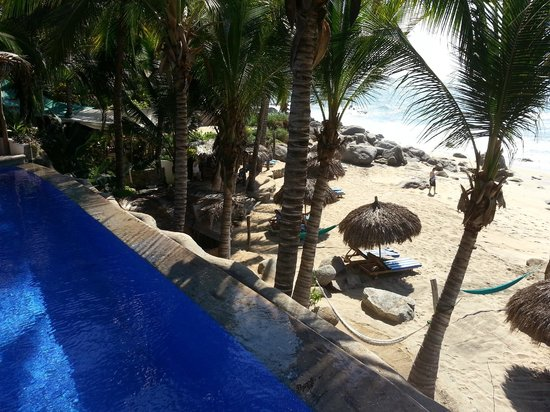 Playa Escondida: Looking out from infinity pool to the beach