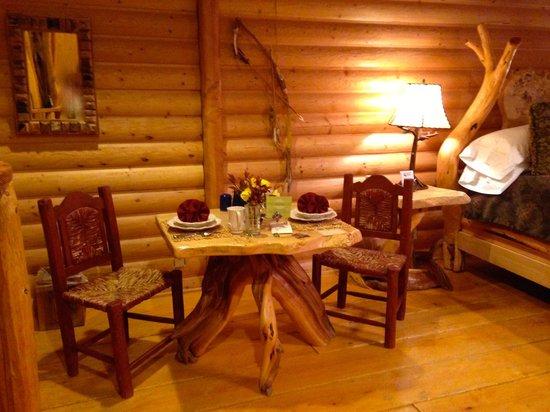 Adobe Grand Villas : Whispering Pines table