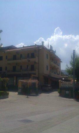 Hotel De La Ville: L'Hotel dall'esterno