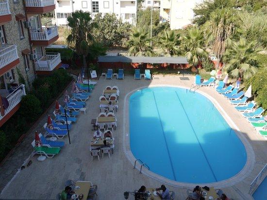 Mediterranean Garden Hotel: Бассейн