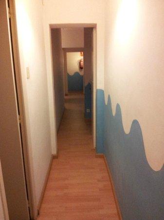 Mediterranean Barcelona Youth Hostel: ntro pasillo
