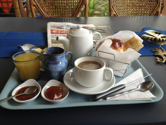 Le Karite Bleu : Breakfast with real coffee!