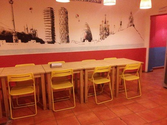 Mediterranean Barcelona Youth Hostel: comedor principal PB