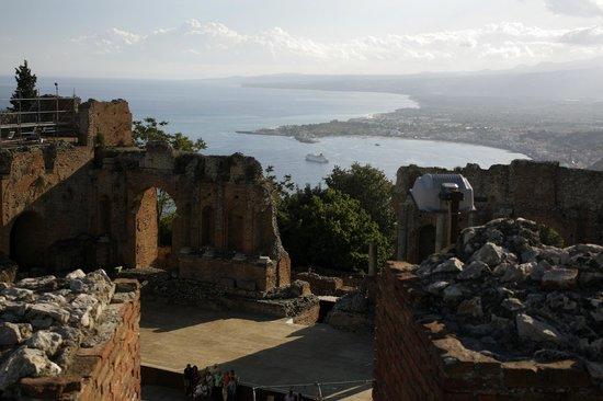 Greek Theatre : Внутри  на море