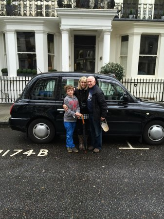 London Black Taxi Tours : In front of the black taxi and our hotel