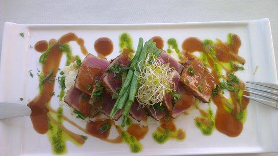 Naru Restaurant and Lounge : marinated tuna