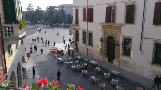 Hotel Bologna: Вид из номера