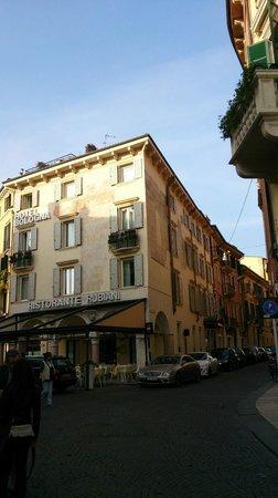 Hotel Bologna: Вид отеля с площади