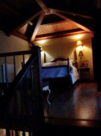 Posada los Condestables: Cama suite planta de arriba