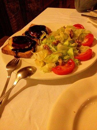 Posada los Condestables: Ensalada con queso de cabra con arándanos y nueces