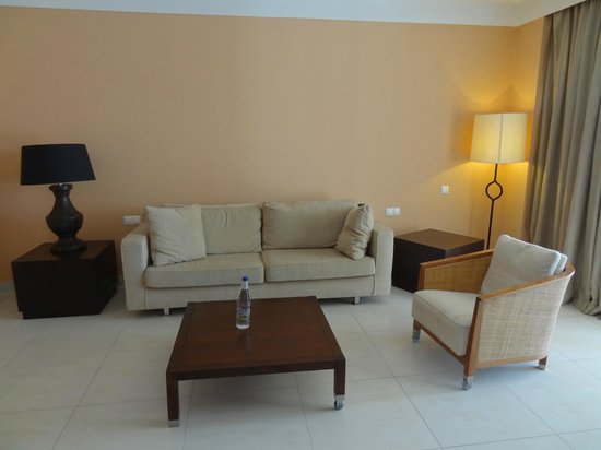 Helona Resort: Living area in Suite