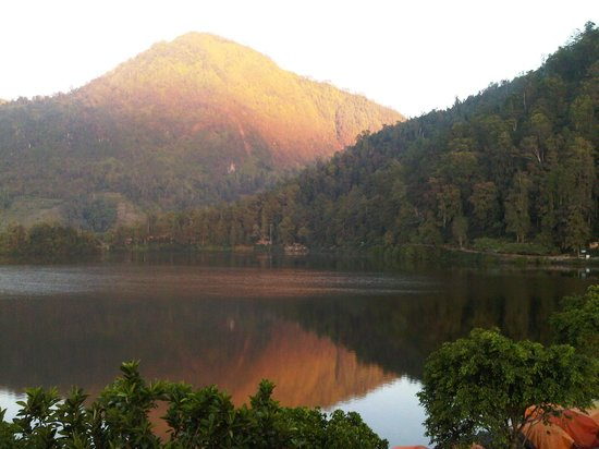 Magetan, Indonesia: Morning sunshine at sarangan