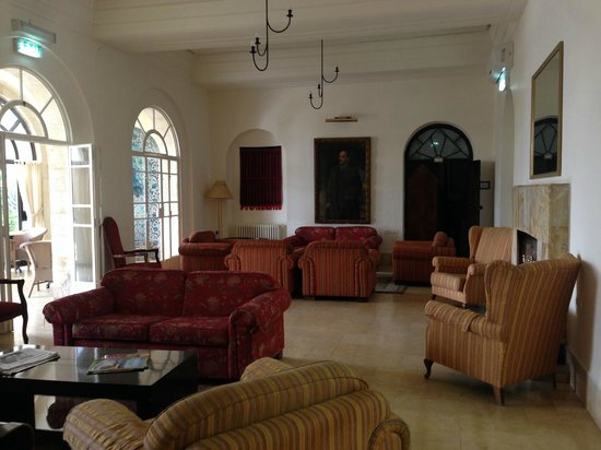 St. Andrew's Scots House Hotel : The lounge