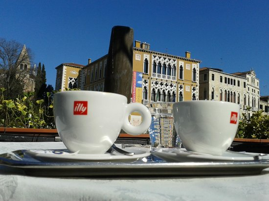 Bar Foscarini: 2 cappuccinos and a lovely view please!