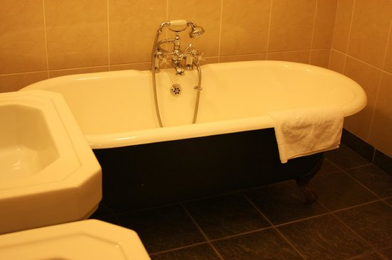 Abbeyglen Castle Hotel: Bathtub