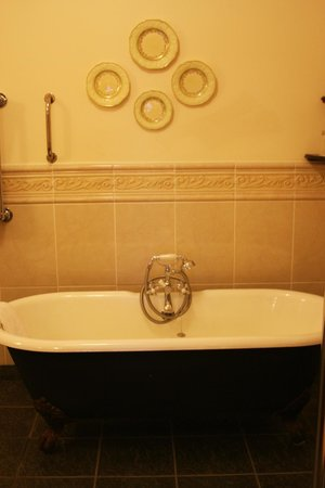 Abbeyglen Castle Hotel : Bathtub