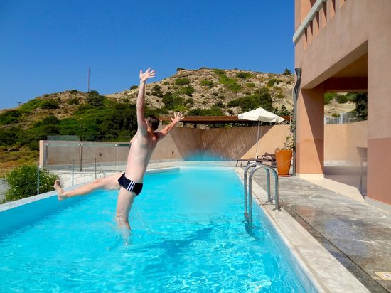 Helona Resort: Pool Jump