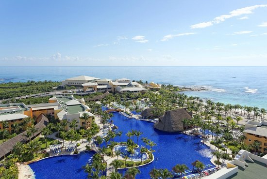 Premium Level at Barcelo Maya Palace