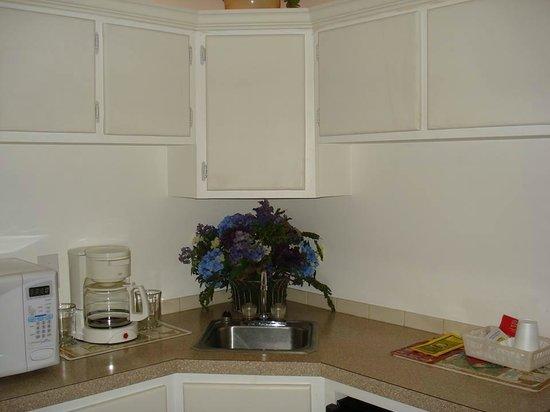 Bear Cove Inn: Nice little kitchen area