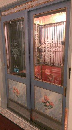Cornell Hotel de France : Elevator