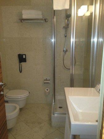 Eurostars Saint John Hotel : the bathroom
