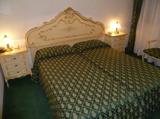 Hotel Commercio & Pellegrino: hermosos muebles en la habitacion