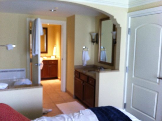 Marriott's Aruba Surf Club: Bedroom looking into bathroom - open concept tub needed to be a jacuzzi though!!
