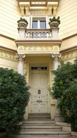 Hotel Sitges 1883: Front Door