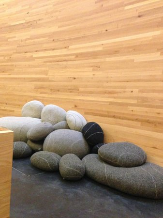 Kamppi Chapel of Silence : Soft pillows to sit on the floor