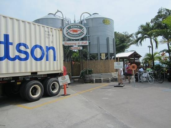 Kona Brewing Company: entrance