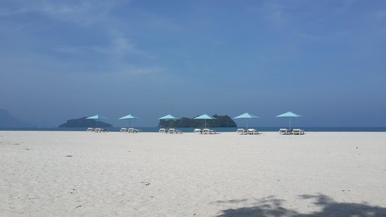 Four Seasons Resort Langkawi, Malaysia : The beach