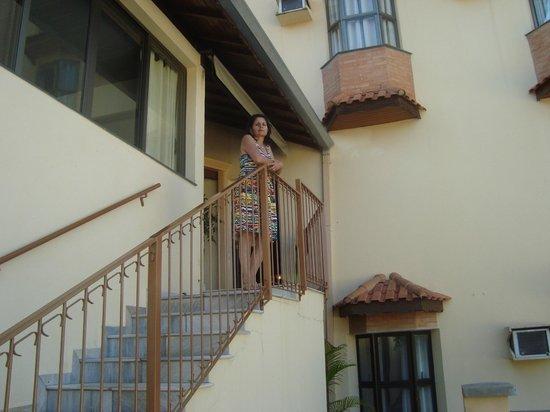 Hotel Portal das Aguas: Escada que da para as piscinas interna e externa