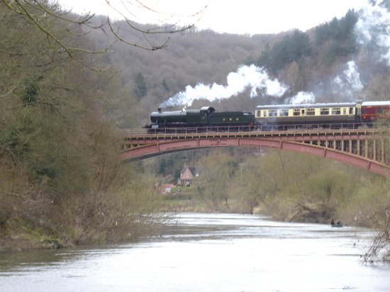 Severn Valley Railway : Great Western 2857 on the magnificient Brittania Bridge