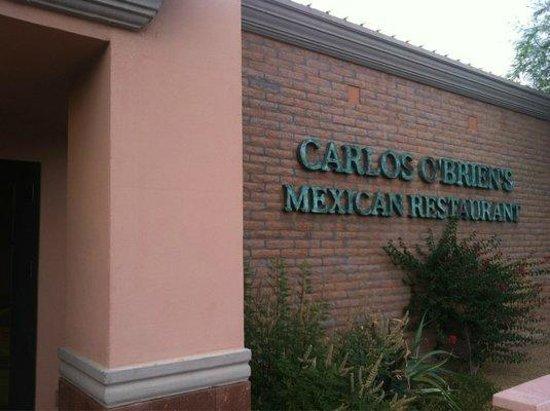 Carlos O'briens: Front entrance.