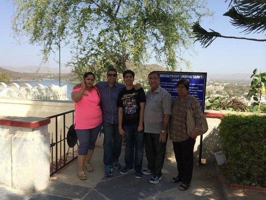 Maharana Pratap Memorial: Family picture with lake fatehasgar behind