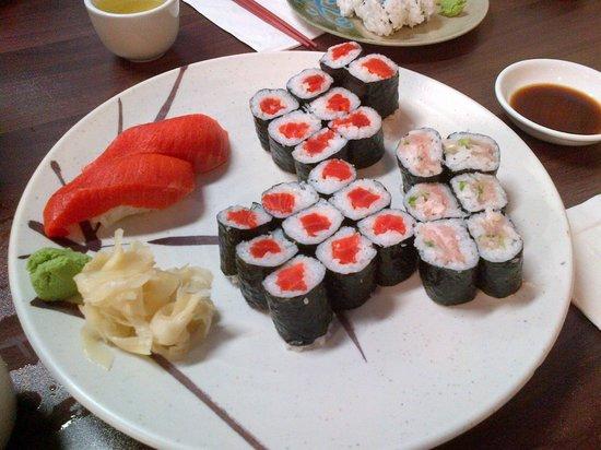 Mizu Japanese Restaurant: Wild salmon and negitoro roll